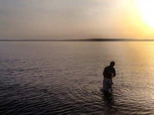 Iglesia planea ofrecer bautismos por internet