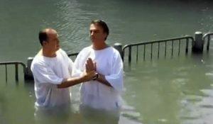Diputado nacional se bautiza en el rio Jordán