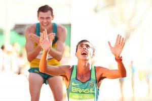 Atleta olímpico testifica su curación milagrosa