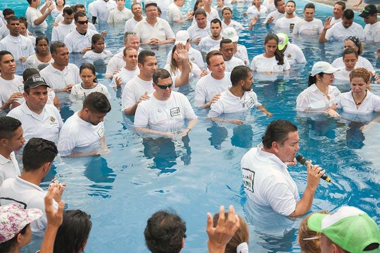 Un bautismo de miles en una iglesia en VenezuelaLa iglesia Maranatha